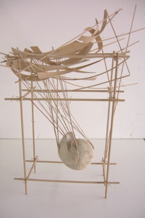 pendule nº 2 - 2005 bois/corde 50x30x75 cm